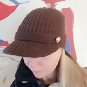 NWT BROWN KNIT HAT WITH BRIM
